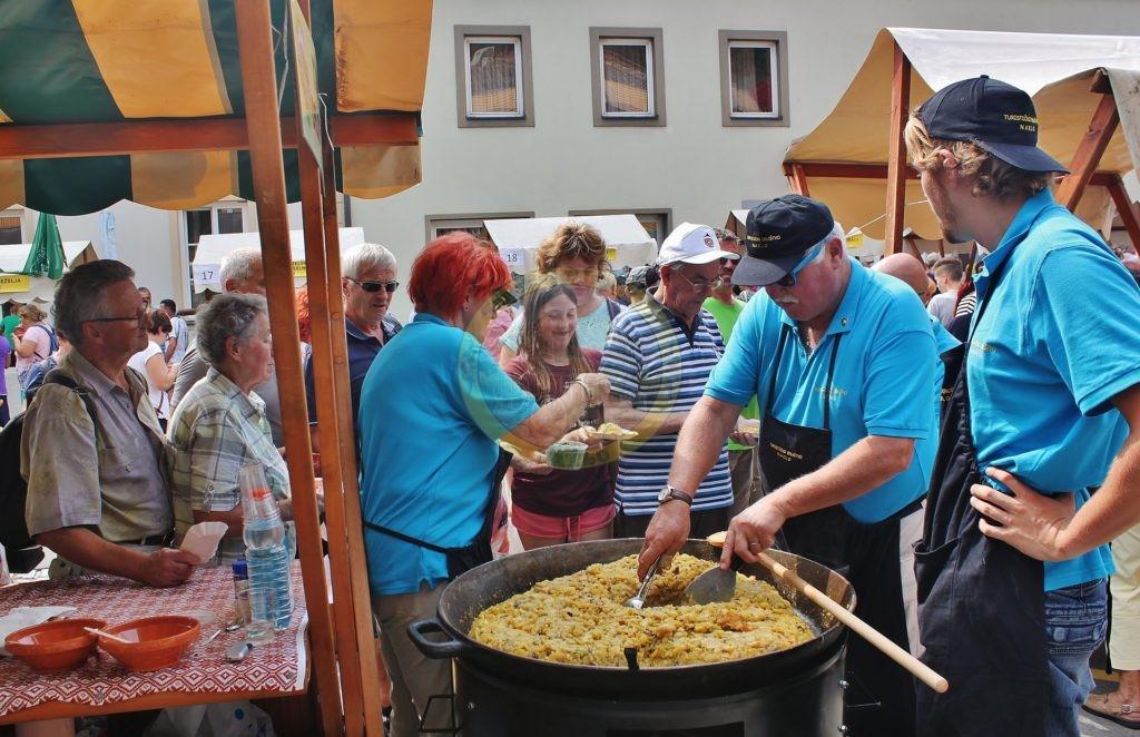 Obiskovalci svetovnega festivala praženega krompirja so radi posegali po gorenjskem krompirju