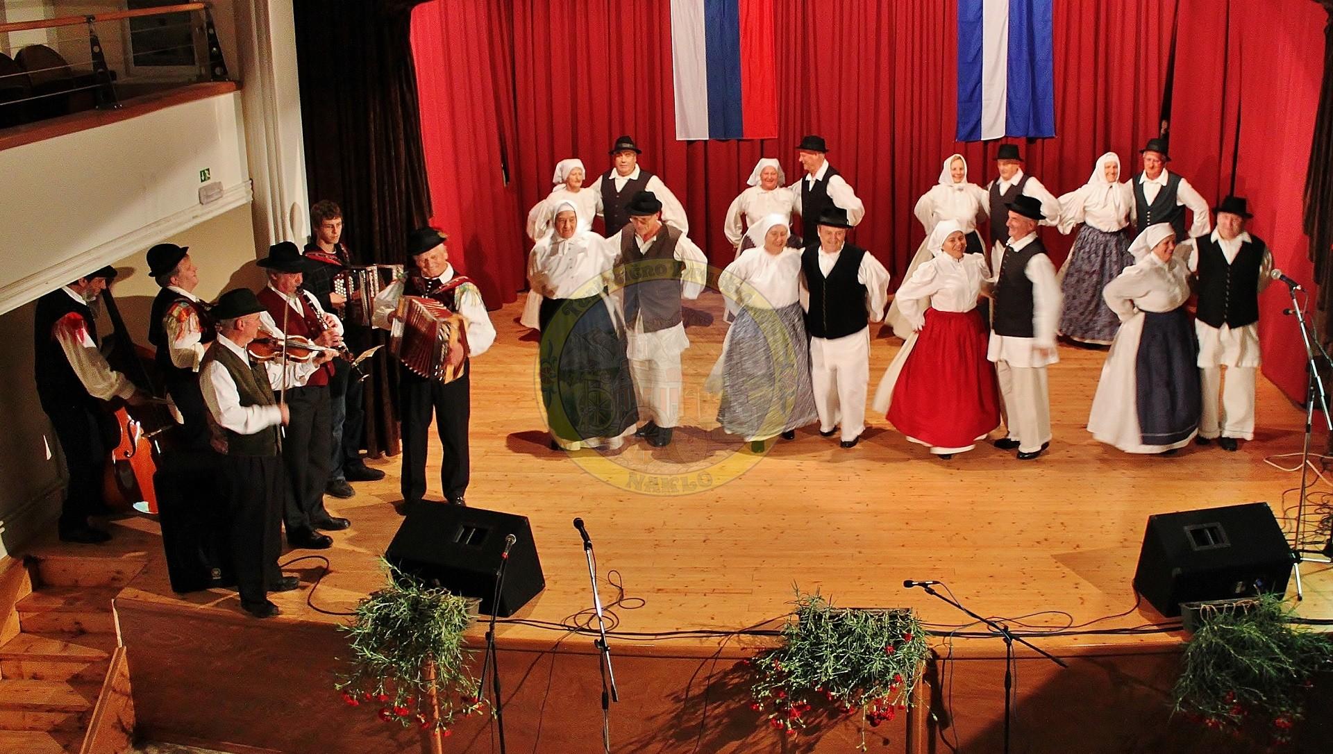 Folklorna skupina in godci DU Naklo