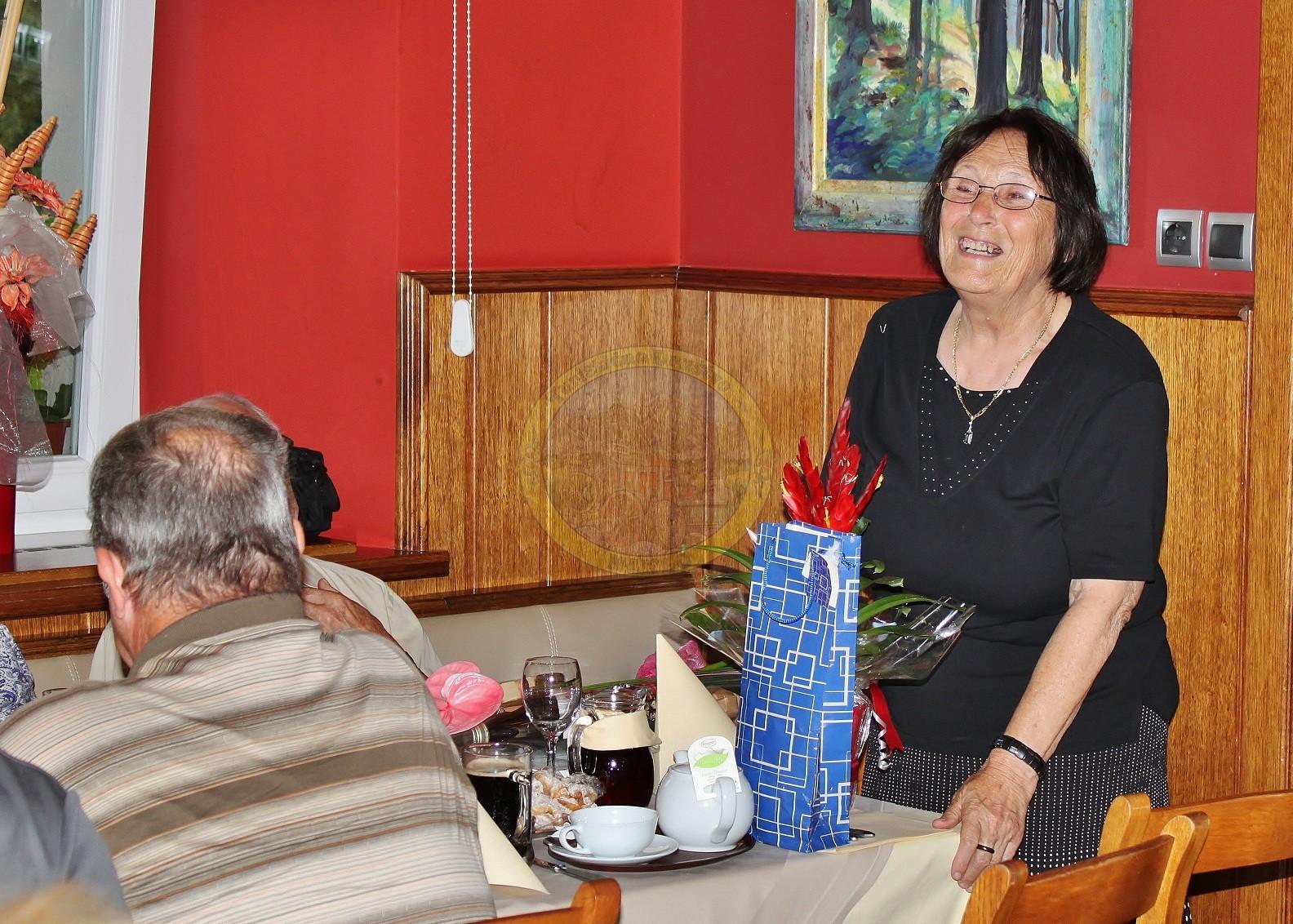 Mara je bila prisrčno vesela skromnih daril.